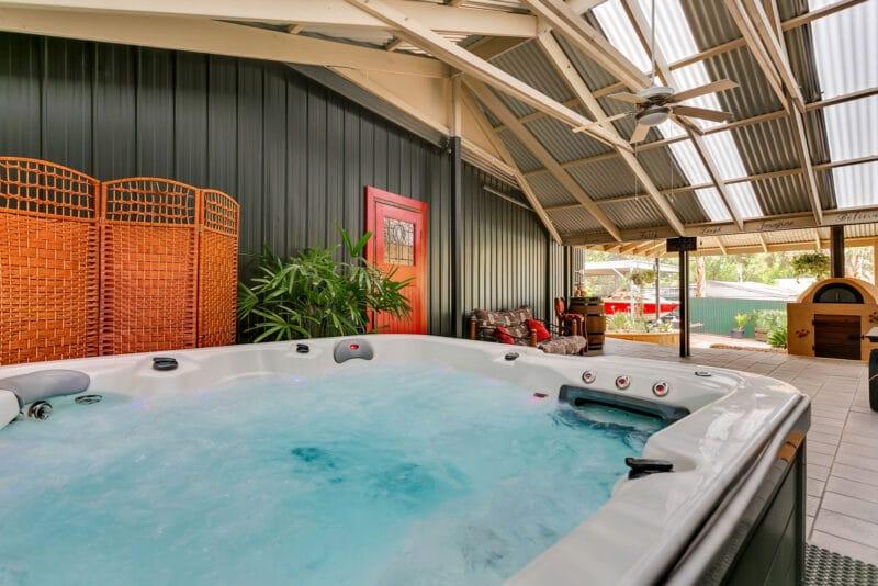 The Juggle House - heated spa
